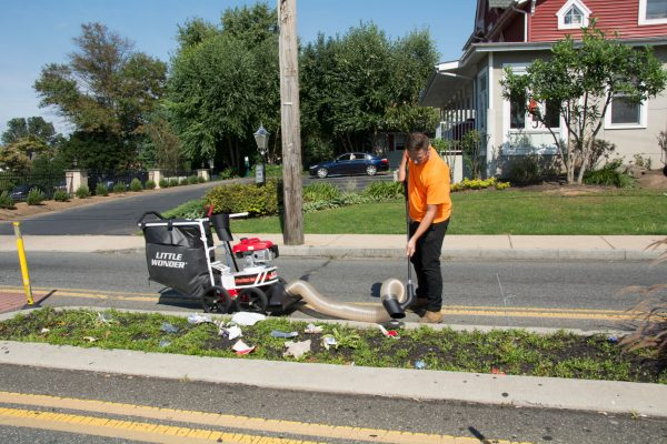 Pro Vac SI clears debris from median